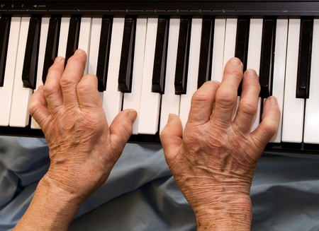 gathers:  hands of old piano player