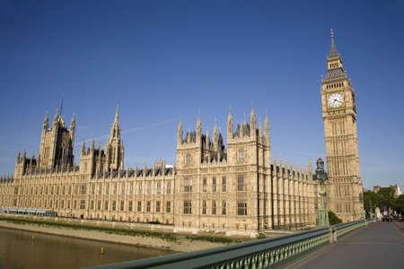 parlamentario:  Londres - el Parlamento en la luz de ma�ana