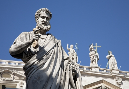 st peter s basilica: Rome - st  Peter s satatue for st  Peter s basilica Stock Photo