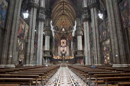 nave:  Milan - main nave of Dom