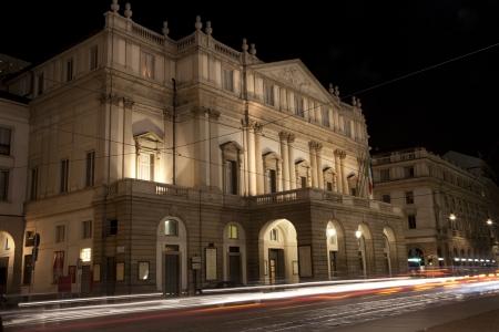 scala:  Mialn - opera La scala at night