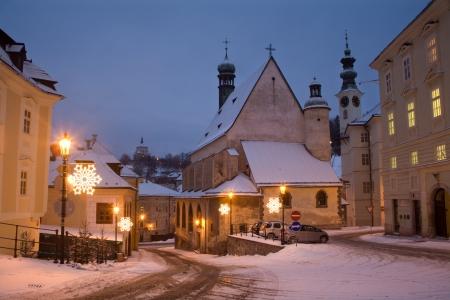 slovakia: Banska Stiavnica - Slovacchia - chiesa gotica e il castello nuovo al mattino