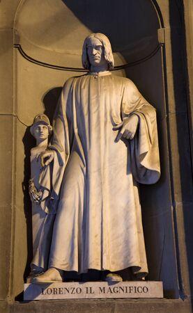 colourer:  Florence - Lorenzo Medici statue - Uffizi galery - facade