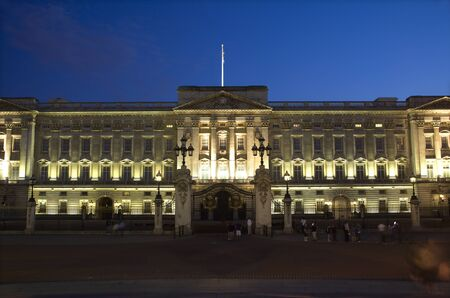 arma: London - Buckingham palace - evening