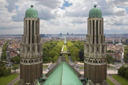 sacre coeur: Bruxelles - perspectives de la Basilique nationale du Sacr�-Coeur du quartier financier de �ditoriale