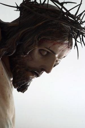 jesus on cross: cabeza de Jesús en la cruz - talla de madera - Bratislava