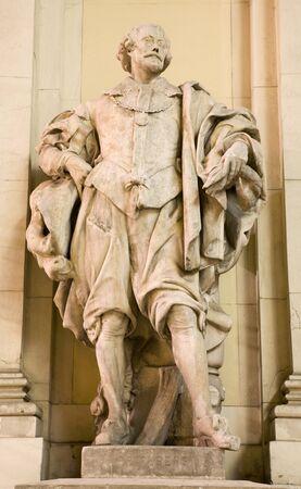 colourer: Vienna - statue of Rubens from facade of art gallery