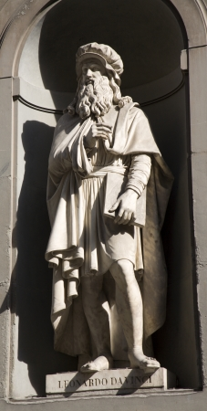 colourer: Florence - Leonardo da Vinci statue on the facade of Uffizi gallery  Stock Photo