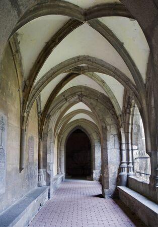 benedictine: Eslovaquia - Hronsk� Benadik - corredor g�tico del atrio - antiguo claustro benedictino Editorial
