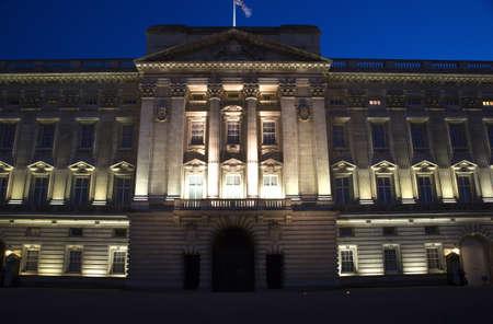 arma: London - Buckingham palace in night