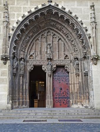 benedictine: Eslovaquia - Hronsk� Benadik - portal g�tico del antiguo claustro benedictino
