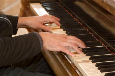 joueur de piano: mains de pianiste