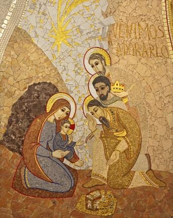 cat�licismo: MADRID - 10 de marzo: mosiac moderna de la Adoraci�n de los Reyes Magos por pater Rupnik de Capilla del Sant�simo en la Catedral de la Almudena onMarch 10, 2013 en Espa�a.