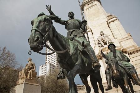 don quichotte: Madrid - Don Quichotte et Sancho Panza de Cervantes monument du sculpteur Lorenzo Valera Coullaut (1925 - 1930) sur la Plaza Espana.