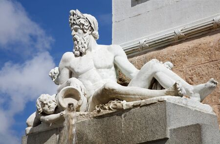 king neptune: Madrid - Neptune statue from Philip IV of Spain memorial Editorial