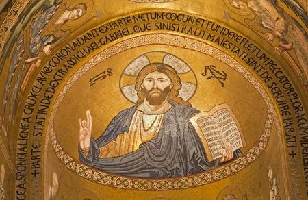 cappella: PALERMO - 08 de abril Mosaico de Jesucristo de Cappella Palatina - Capilla Palatina en Norman palacio en el estilo de la arquitectura bizantina del a?o 1132 a 1170 el 8 de abril de 2013 en Palermo, Italia Editorial
