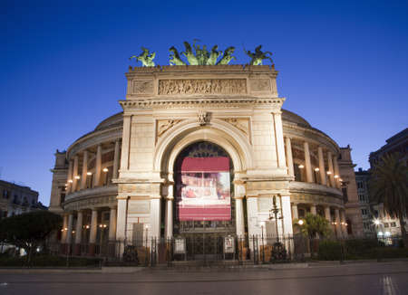 garibaldi: Palermo - Teatro Politeama Garibaldi in dusk