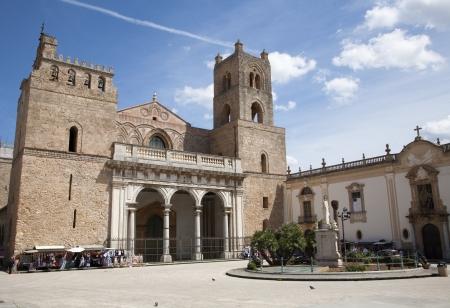 extant: Palermo - Monreale Catedral est� dedicada a la Asunci�n de la Virgen Mar�a y es uno de los mejores ejemplos existentes de la arquitectura normanda en el mundo