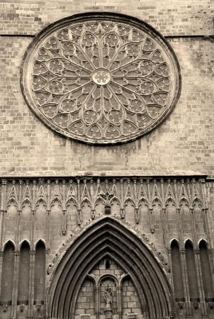 jesus rose: Barcelona - facade of gothic church Santa Maria del Pi