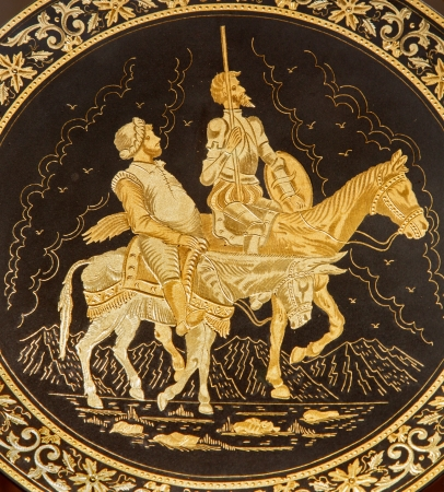 don quixote: TOLEDO - 8 de marzo: Detalle de la placa de damasquinado t�pico con el Don Quijote y Sancho Panza. Artesan�a tradicional con el metal el 8 de marzo de 2013 en Toledo, Espa�a.
