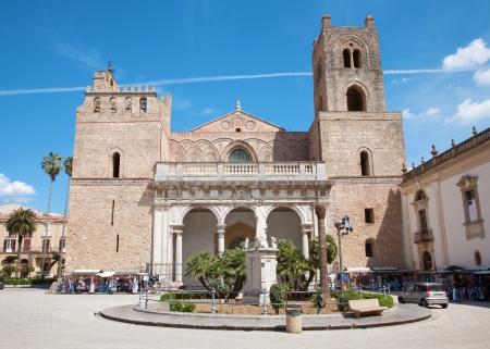 extant: Palermo - Monreale Catedral est� dedicada a la Asunci�n de la Virgen Mar�a y es uno de los mejores ejemplos existentes de la arquitectura normanda en el mundo. Catedral fue terminada alrededor de 1200.