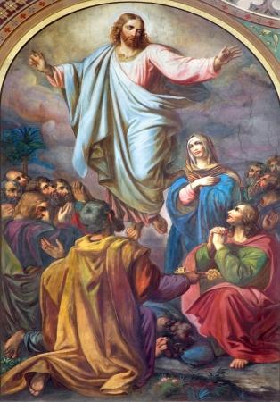 cat�licismo: VIENA - 27 de julio: Fresco de la Ascensi�n del Se�or en la nave de la iglesia Altlerchenfelder de 19. ciento. el 27 de julio 2013 en Viena.