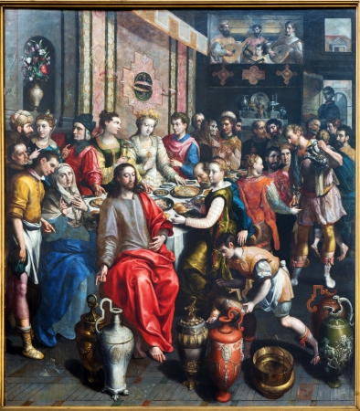 ANTWERP, BELGIUM - SEPTEMBER 4: Paint of Miracle at Cana scene by Maerten de Voos from year 1597 in the cathedral of Our Lady on September 4, 2013 in Antwerp, Belgium. Imagens - 23581957