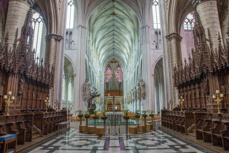 MECHELEN, BELGIË - 6 september: Schip van de kathedraal St.-Romboutskathedraal van pastorie op Sepetember 6, 2013 Leuven, België. Redactioneel