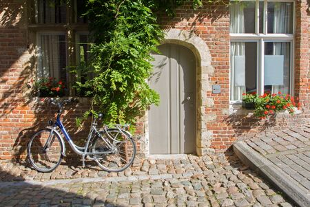 leuven: Leuven - Bicycle in front of brick house