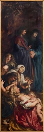 triptico: AMBERES, BÉLGICA - 04 de septiembre: El panel izquierdo del tríptico Elevación de la Cruz (1609-1610) por el pintor barroco Peter Paul Rubens en la catedral de Nuestra Señora el 04 de septiembre 2013 en Amberes, Bélgica