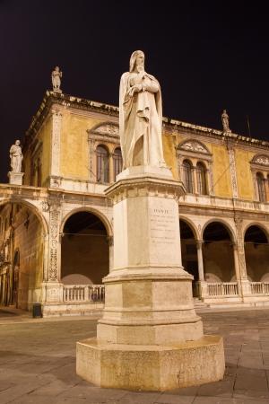 dante alighieri: Verona - Piazza dei Signori and Dante Alighieri memorial. Editorial