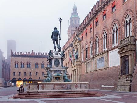 Bologna - Fontana di Nettuno or Neptune fountain on Piazza Maggiore square and Palazzo Comunale in fogy morning Archivio Fotografico