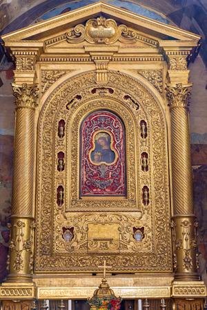 cappella: BOLOGNA, Italia - 16 de marzo 2014: Altar de la capilla Cappella della Compagnia della Consolazione del 17 ciento.. en la iglesia de San Giacomo Maggiore.