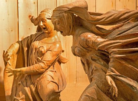 lamentation: BOLOGNA, ITALIA - 15 marzo 2014: Statua del gruppo scultoreo di dolore per Cristo morto (1463) di Niccol� dell'Arca nella chiesa barocca di Santa Maria della Vita. Editoriali