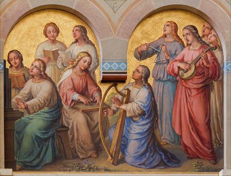 biblia: VIENA, Austria - 17 de febrero 2014: Coro de mujeres santos en el cielo por Josef Kastner 1.906-1911 en la iglesia carmelita en Dobling. Editorial