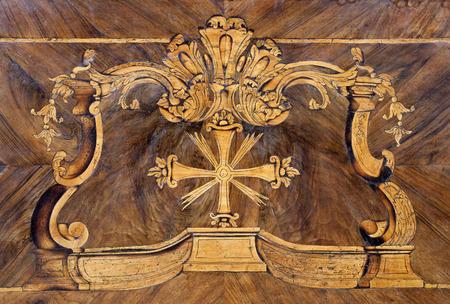marqueteria: intarsia-detalle de altar de Capuchinos iglesia en Bratislava Foto de archivo