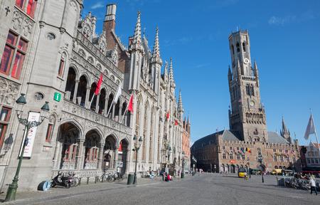 belfort: BRUGES, BELGIUM - JUNE 13, 2014: Grote markt with the Belfort van Brugge and Provinciaal Hof building.