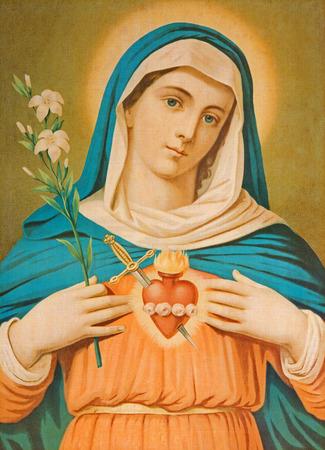virgen maria: Sebechleby, ESLOVAQUIA - 30 de julio 2014: El Corazón de la Virgen María. Imagen cahtolic típico impreso desde el final del 19 ciento. originalmente por el pintor desconocido. Editorial