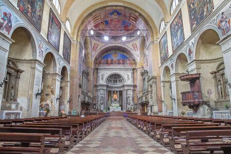 carmine: PADOVA, ITALIA - 9 settembre 2014: La navata della chiesa Basilica del Carmine.