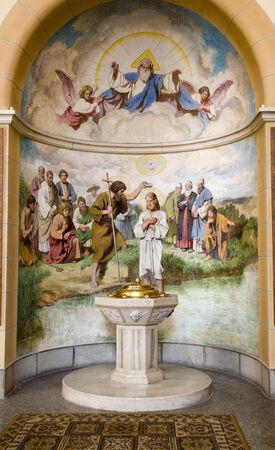battesimo: Battistero dalla chiesa di Vienna del st. Franics Editoriali