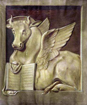 ルーク: パドヴァ, イタリア - 2014 年 9 月 9 日: 聖ルカ未知の画家カルミネ教会で福音伝道者の記号として雄牛のペイント。
