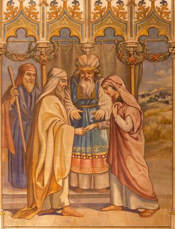 TRNAVA, SLOVAKIA - OCTOBER 14, 2014: The neo-gothic fresco of the scene of Boaz and Ruth wedding by Leopold Bruckner (1905 - 1906) in Saint Nicholas church. 新聞圖片