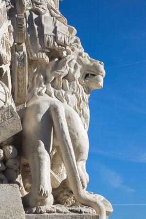 ferdinand: Vienna - Detail of the lion on the statue of guardians in Gloriette in Schonbrunn palace. The sculpture was built in 1775 and designed by architect Johann Ferdinand Hetzendorf von Hohenberg. Editorial