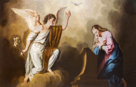 vierge marie: VIENNE, AUTRICHE - 17 décembre 2014: La peinture de l'Annonciation dans le presbytère de l'église Salesianerkirche par Giovanni Antonio Pellegrini (1725-1727).