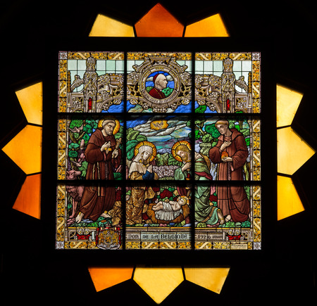 JERUSALEM, ISRAEL - MARCH 5 , 2015: The Nativty scene on the rosette in sanctuary of st. Catharine church by P. M. Ganton  from year 1926. Banco de Imagens - 38897044