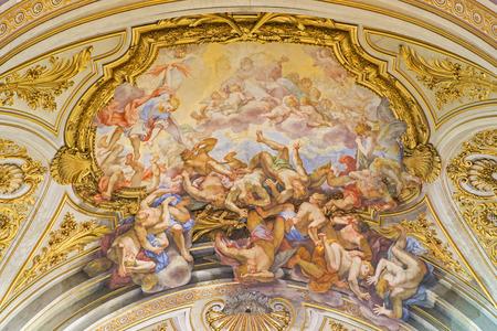Angeli: ROME, ITALY - MARCH 25, 2015: The ceiling fresco of The Fall of the Rebelious Angels (Caduta degli Angeli ribelli) in church Basilica dei Santi XII Apostoli by  Giovanni Odazzi (1663 - 1731).