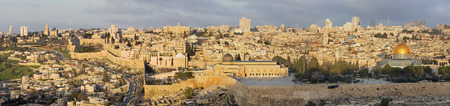 Jerusalem  The Panorama from Mount of Olives to old city 스톡 콘텐츠