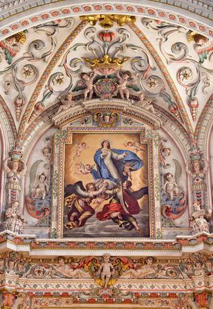familia en la iglesia: GRANADA, ESPAÑA - 31 de mayo 2015: El detalle del fresco en el santuario barroco en la iglesia del Monasterio de la Cartuja con La Asunción de la pintura de la Virgen de Pedro Atanasio Bocanegra (17 ciento). Editorial