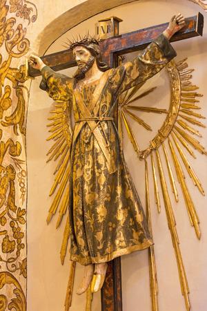 sacerdote: GRANADA, ESPA�A - 29 de mayo 2015: La estilizada Jesucristo en la cruz como el sacerdote en la Iglesia de San Ant�n.