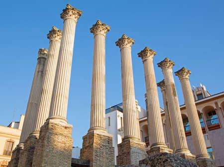 templo romano: C�rdoba - Las columnas del templo romano. Foto de archivo